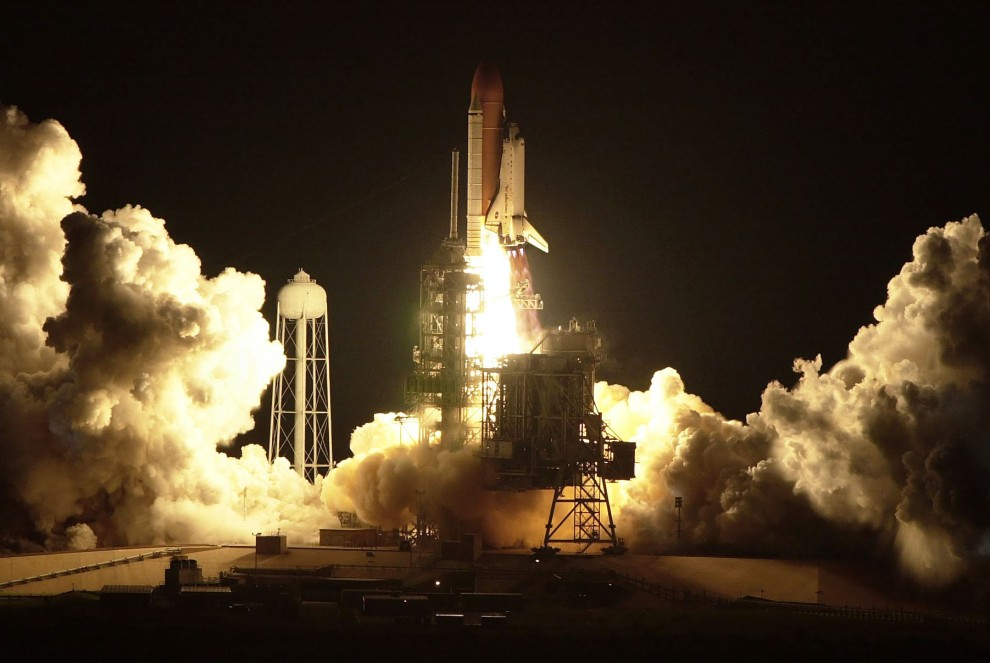 13. USA, Canaveral, 11 października 2000: Start wahadłowca Discovery z Centrum Lotów Kosmicznych im. Johna F. Kennedy'ego. AFP PHOTO/Tony RANZE