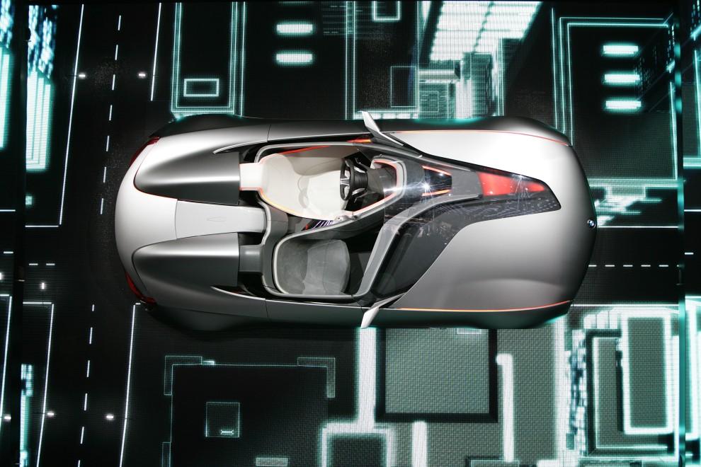 14. SZWAJCARIA, Genewa, 1 marca 2011: BMW Vision Connected Drive Concept Car prezentowny na wystawie w Genewie. AFP PHOTO/ SEBASTIAN DERUNGS