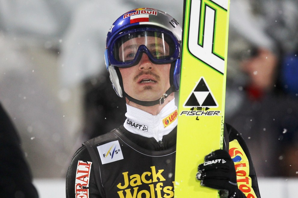 14. NIEMCY, Oberstdorf, 28 grudnia 2010: Adam Małysz czeka na wynik za swój skok. (Foto: Alex Grimm/Bongarts/Getty Images)