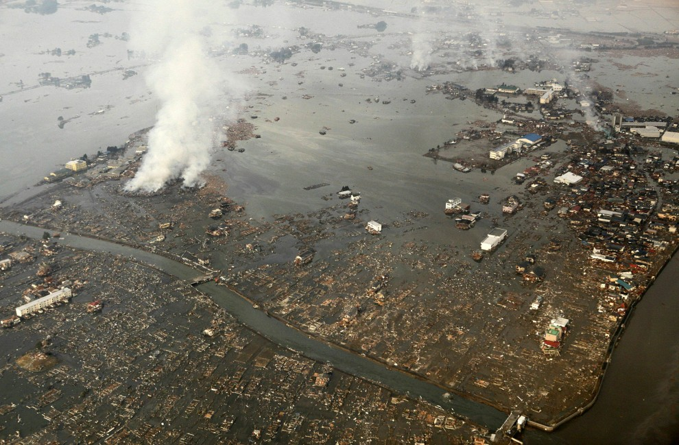 15. JAPONIA, Natori, 12 marca 2011: Zalane w wyniku tsunami miasto Natori. AFP PHOTO / JIJI PRESS