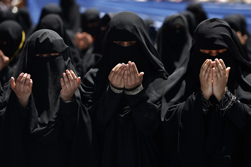 15. JEMEN, Sanaa, 24 marca 2011: Uczestniczki demonstracji przeciw prezydentowi Aliemu Abdullahowi Salehowi. AFP PHOTO / AHMAD GHARABLI
