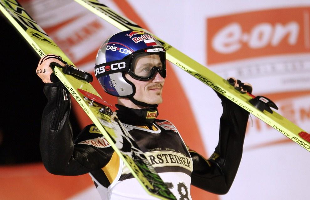 17. NIEMCY, Titisee-Neustadt, 4 lutego 2007:  Adam Małysz cieszy się ze zwycięstwa w Titisee-Neustadt. AFP PHOTO DDP/TORSTEN SILZ