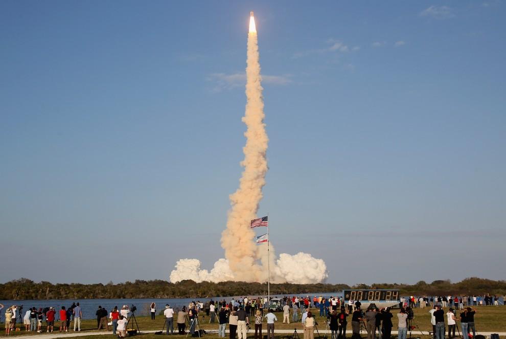18. USA, Canaveral, 24 lutego 2011: Widzowie obserwują startujący wahadłowiec. (Foto: Mark Wilson/Getty Images)