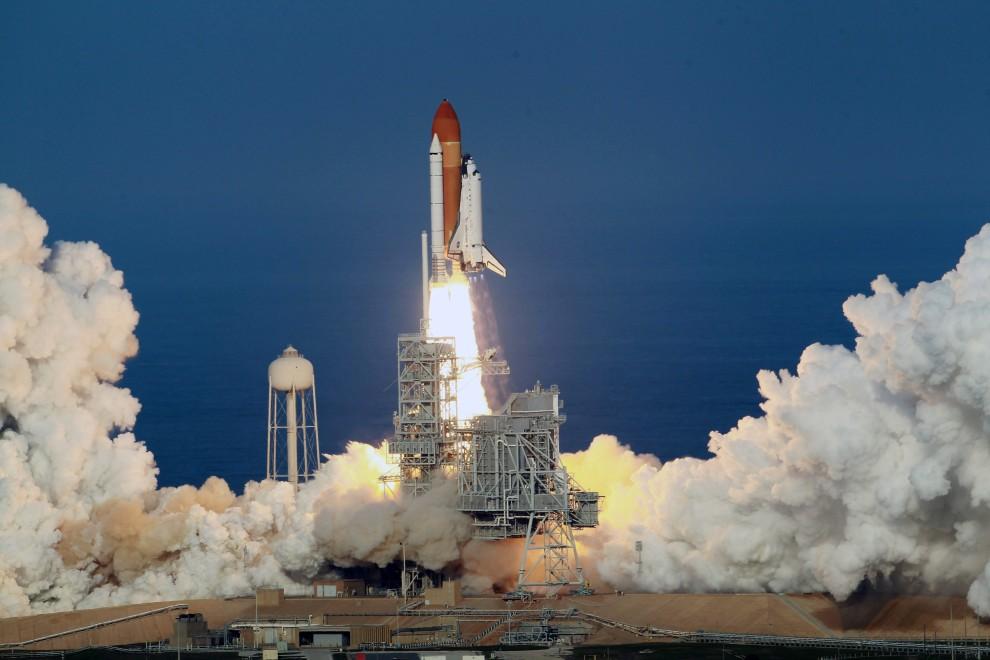 17. USA, Canaveral, 24 lutego 2011: Wznoszący się wahadłowiec Discovery. AFP PHOTO/Stan HONDA