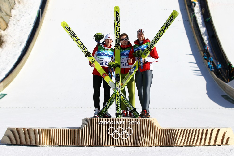 19. KANADA, Whistler, 20 lutego 2010: Zdobywcy podium olimpijskiego: Simon Ammann (w środku, Adam Małysz (po lewej) oraz  Gregor Schlierenzauer (po prawej). (Foto: Lars Baron/Bongarts/Getty Images)