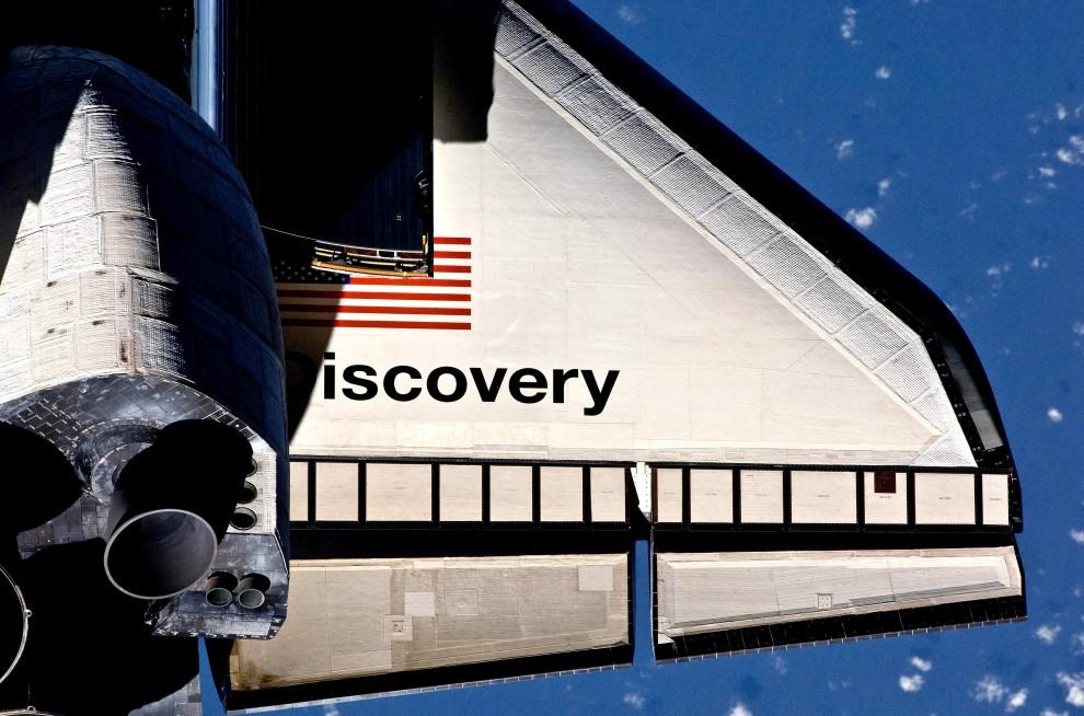 1. Przestrzeń kosmiczna, 26 lutego 2011: Skrzydło wahadłowca Discovery zbliżającego się Międzynarodowej Stacji Kosmicznej. (Foto: NASA via Getty Images)
