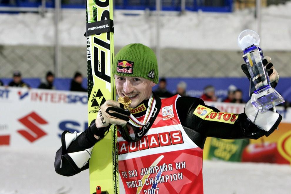 20. JAPONIA, Sapporo, 3 marca 2007: Adam Małysz cieszy się ze zwycięstwa w zawodach w Sapporo. (Foto: Agence Zoom/Getty Images)