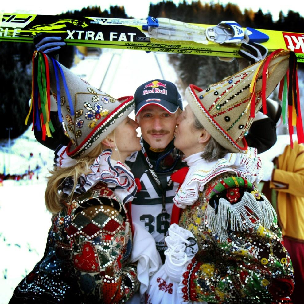 21. AUSTRIA, Bad Mitterndorf, 16 stycznia 2005: Adam Małysz świętuje zwycięstwo w  Bad Mitterndorf. AFP PHOTO/Calle TORNSTROM