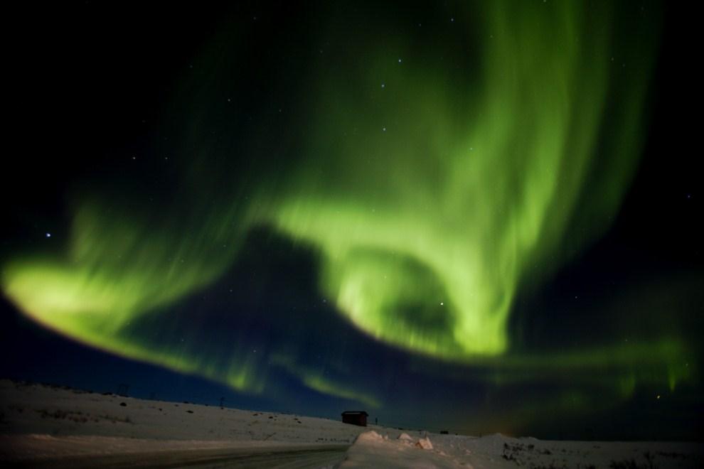 21. NORWEGIA, Finnmark, 13 marca 2011: Zorza polarna (Aurora borealis) na niebie w okolicy Finnmark. AFP PHOTO / TORE MEEK
