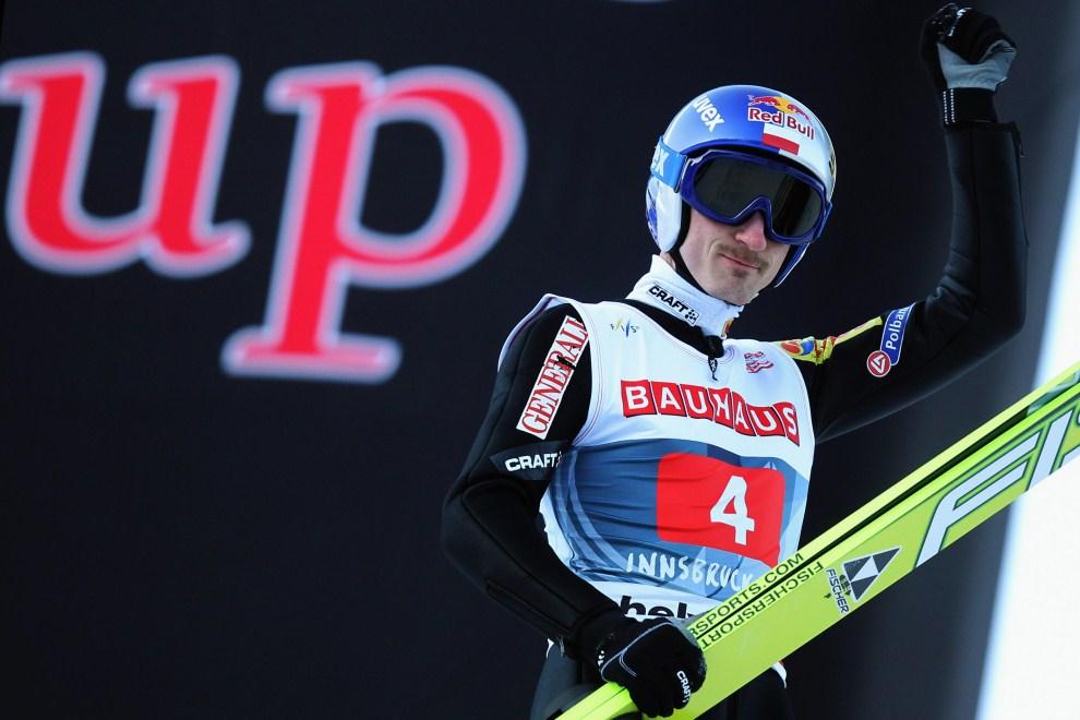 23. AUSTRIA, Innsbruck, 3 stycznia 2011: Adam Małysz cieszy się z drugiego skoku na skoczni w Innsbrucku. (Foto: Alex Grimm/Bongarts/Getty Images)