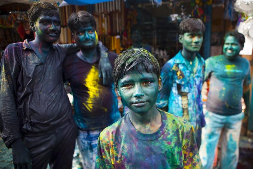 24. INDIE, Vrindavan, 21 marca 2011: Uczestnicy zabawy z okazji Festiwalu Kolorów. (Foto: Majid Saeedi/Getty Images)