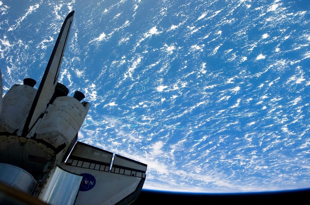 25. Przestrzeń kosmiczna, 26 lutego 2011: Ogon wahadłowca Discovery na tle Ziemi. (Foto: NASA via Getty Images)