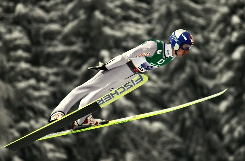 26. NORWEGIA, Oslo, 27 lutego 2011: Adam Małysz podczas zawodów drużynowych w Oslo. (Foto: Christof Koepsel/Bongarts/Getty Images)