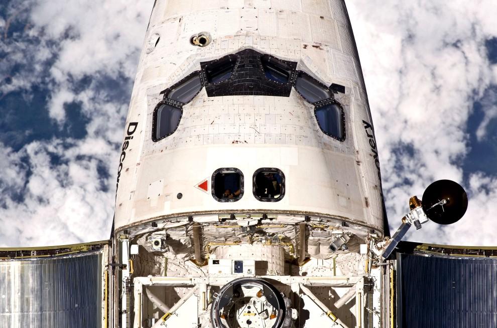 26. Przestrzeń kosmiczna, 26 lutego 2011: Wahadłowiec Discovery zbliża się do MSK. (Foto: NASA via Getty Images)