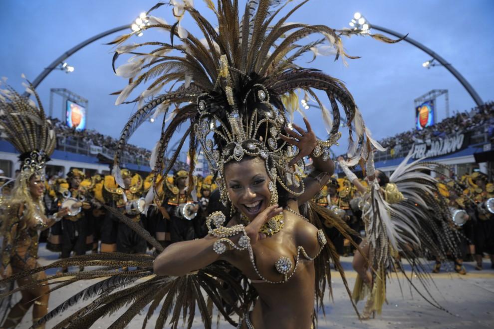 27. BRAZYLIA, Sao Paulo, 6 marca 2011: Występ szkoły Gavioes da Fiel na Sambodromie. AFP PHOTO/Mauricio LIMA