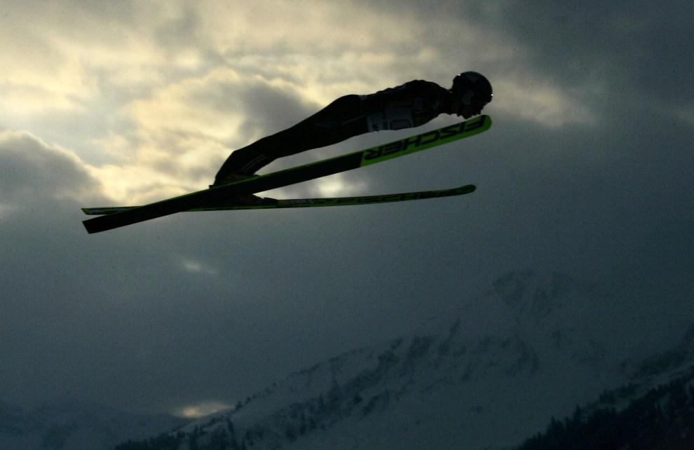 28. NIEMCY, Oberstdorf, 29 grudnia 2005: Adam Małysz podczas pierwszego dnia Turnieju Czterech Skoczni. AFP PHOTO DDP/MICHAEL KAPPELER