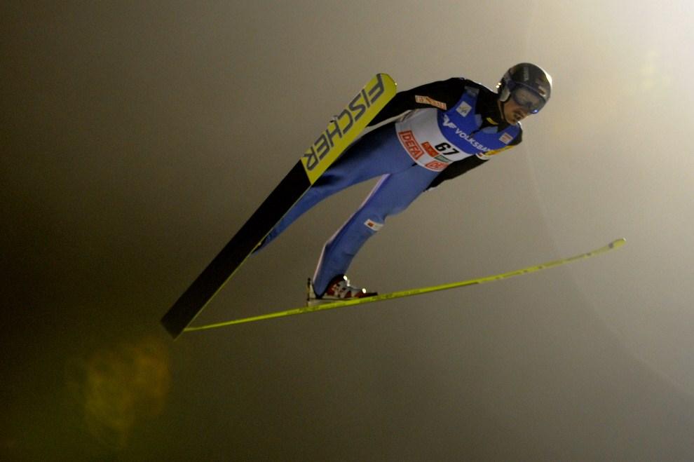 30. FINLAND, Ruka, 27 listopada 2009: Adam Małysz podczas skoku w kwalifikacjach do zawodów w Finlandii. AFP PHOTO OLIVIER MORIN