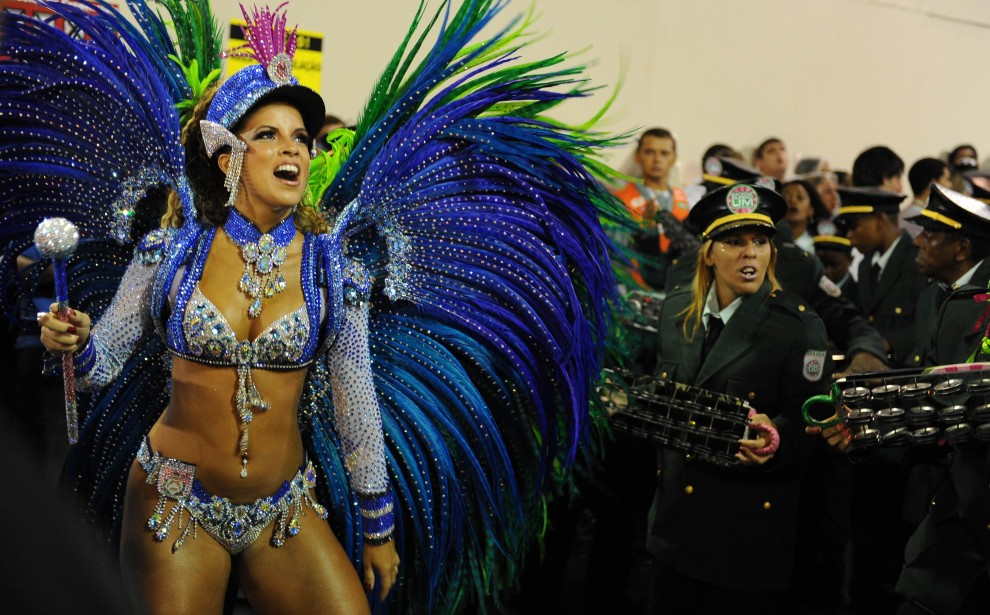 31. BRAZYLIA, Rio de Janeiro, 7 marca 2011: Renata Santos ze szkoły samby Mangueira. AFP PHOTO/VANDERLEI ALMEIDA