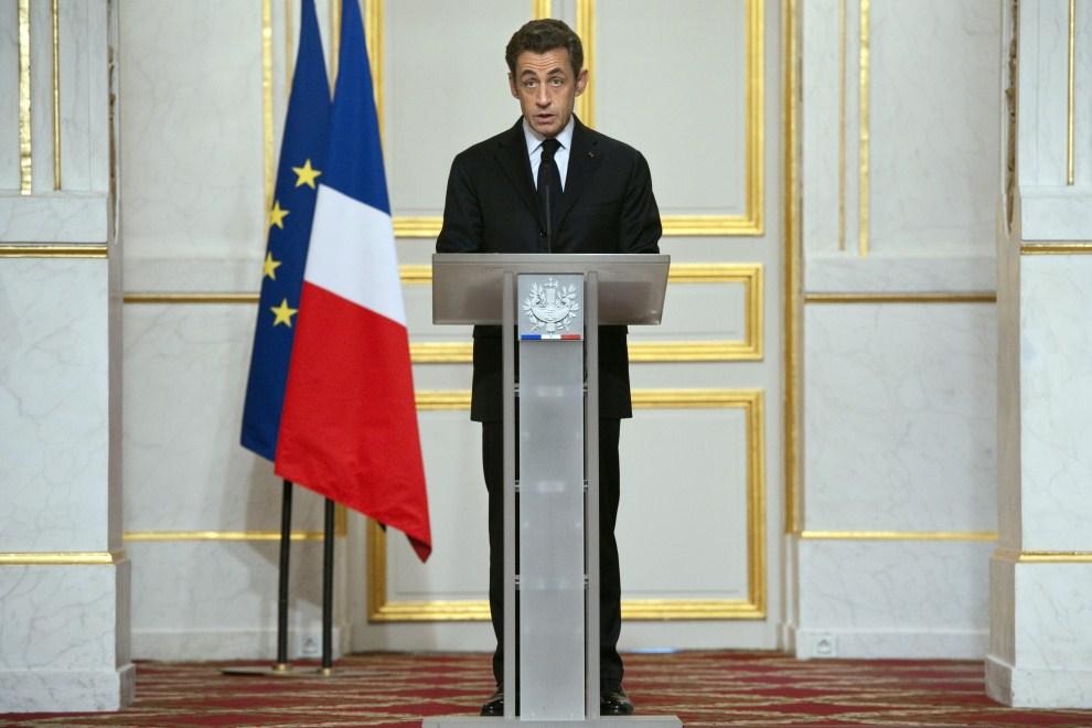 32. FRANCJA, Paryż, 19 marca 2011: Nicolas Sarkozy wzywa Muamamra Kadafiego do zaprzestania ataków na oddziały rebeliantów. AFP PHOTO POOL LIONEL BONAVENTURE