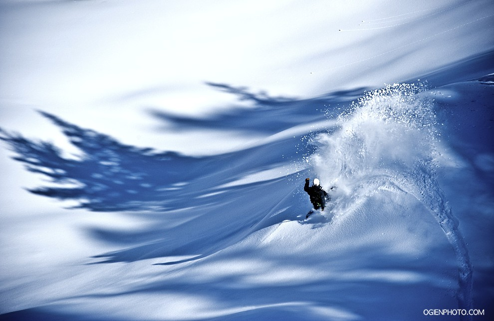 34. USA, South Lake Tahoe, 2 marca 2011: Profesjonalny snowboardzista – Travis Parker – na stoku w South Lake Tahoe. Foto: Marek Ogień