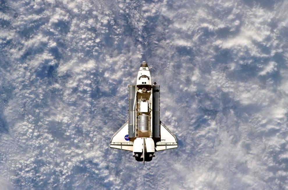35. Przestrzeń kosmiczna, 26 lutego 2011: Wahadłowiec Discovery w przestrzeni kosmicznej. (Foto: NASA via Getty Images)