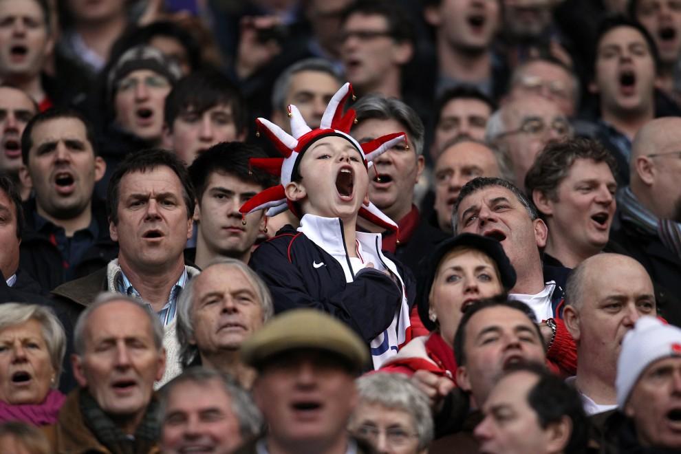 38. WIELKA BRYTANIA, Londyn, 26 lutego 2011: Angielscy kibice na meczu rugby. AFP PHOTO / ADRIAN DENNIS