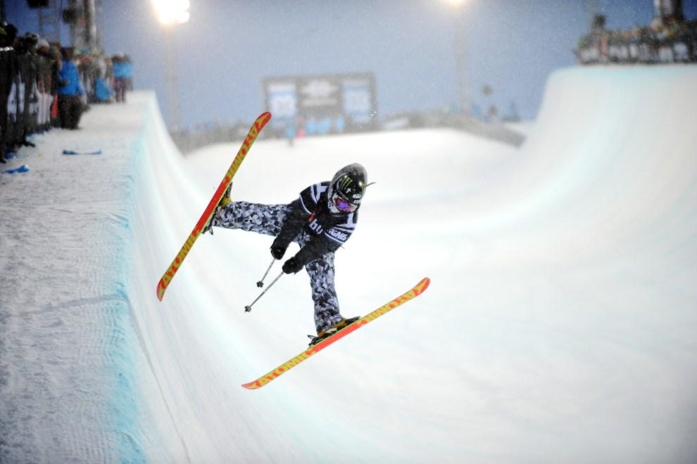 38. FRANCJA, Tignes, 16 marca 2011: Jossi Weills podczas Winter X-Games w Tignes. AFP PHOTO / JEAN-PIERRE CLATOT