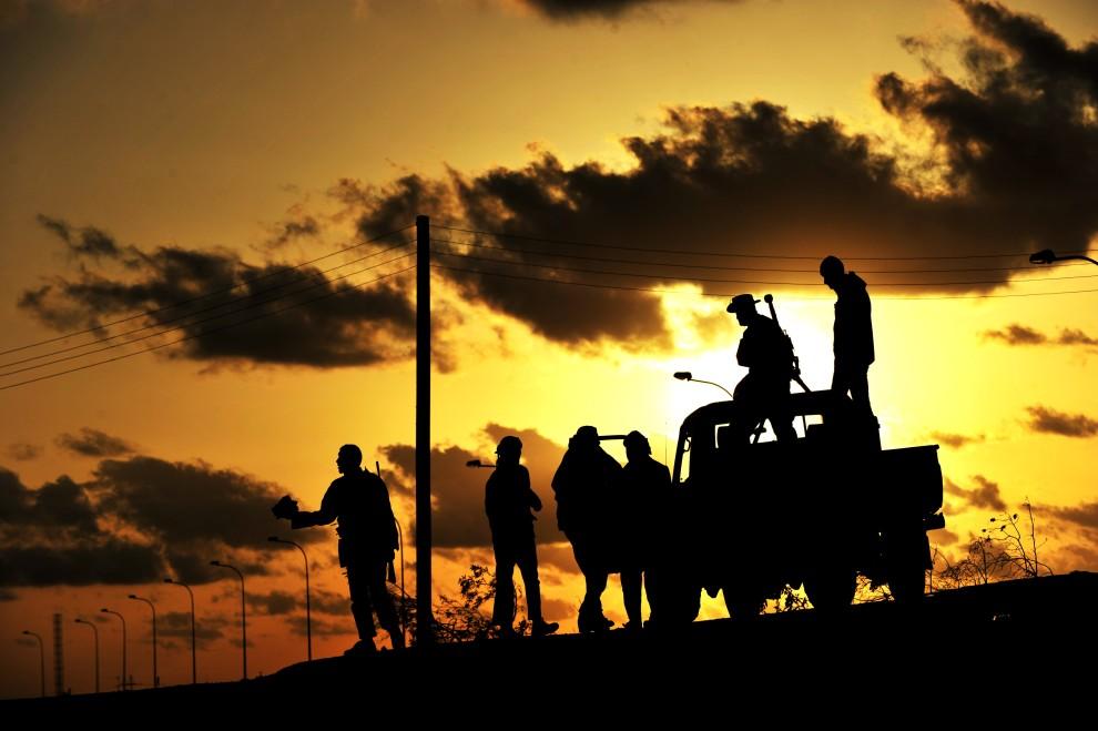 39. LIBIA, Brega, 7 marca 2011: Rebeliancji na posterunku w pobliżu rafinerii. AFP PHOTO/ROBERTO SCHMIDT