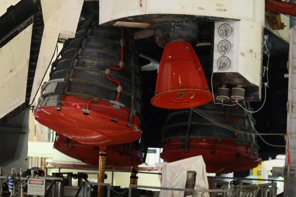 3. USA, Canaveral, 31 stycznia 2011: Silniki wahadłowca Discovery na platformie transportującej. Joe Raedle/Getty Images/AFP