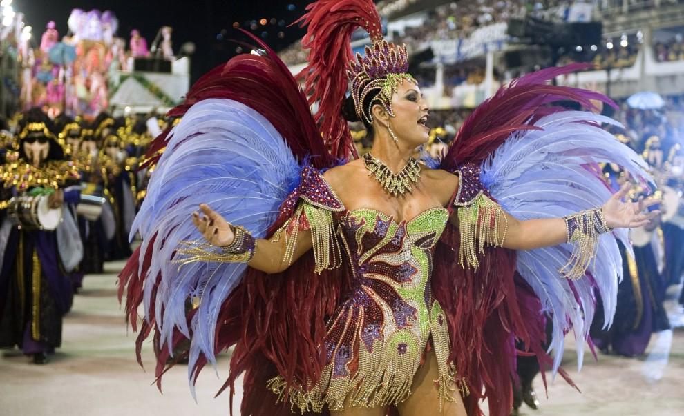 5. BRAZYLIA, Rio de Janeiro, 6 marca 2011: Tancerka samby podczas zabawy na Sambodromie. AFP PHOTO/ ANTONIO SCORZA
