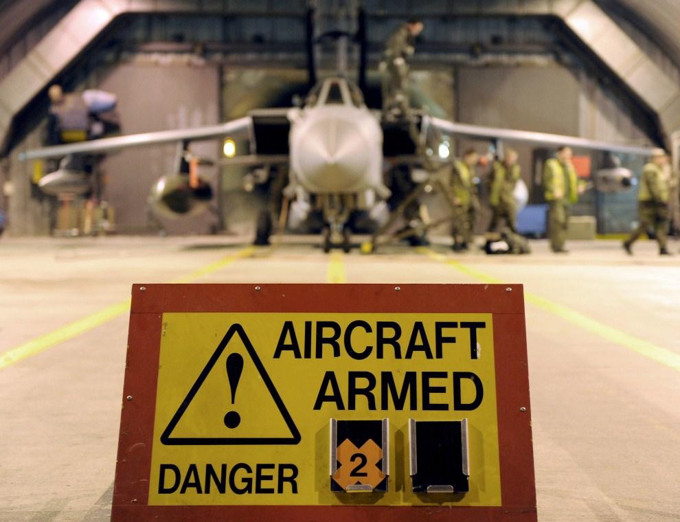 6. WIELKA BRYTANIA, Norfolk, 20 marca 2011: Nalężący do RAF samolot Tornado GR4 przygotowany do misji nad Libią. AFP PHOTO/SAC LISA CONWAY/MOD/HANDOUT