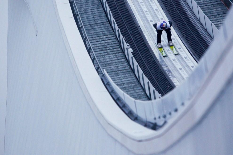 6. NIEMCY, Garmisch-Partenkirchen, 1 stycznia 2008: Adam Małysz na rozbiegu skoczni w Ga-Pa podczas Turnieju Czterech Skoczni. (Foto: Stanko Gruden/Agence Zoom/Getty Images)