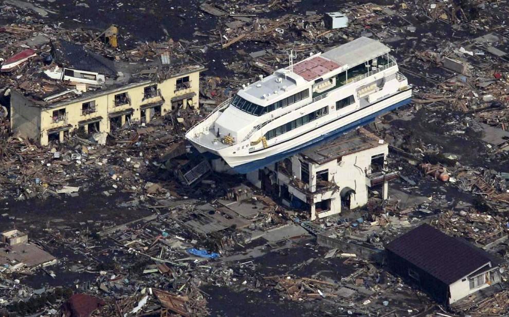 7. JAPONIA, Otsuchi, 14 marca 2011: Statek wycieczkowy na dachu budynku. AFP PHOTO / YOMIURI SHIMBUN ALTERNATIVE CROP