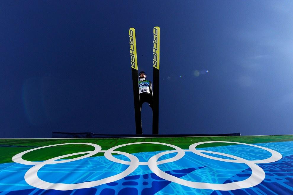 7. KANADA, Whistler, 20 lutego 2010: Adam Małysz wybija się z progu skoczni w parku olimpijskim. (Foto: Al Bello/Getty Images)