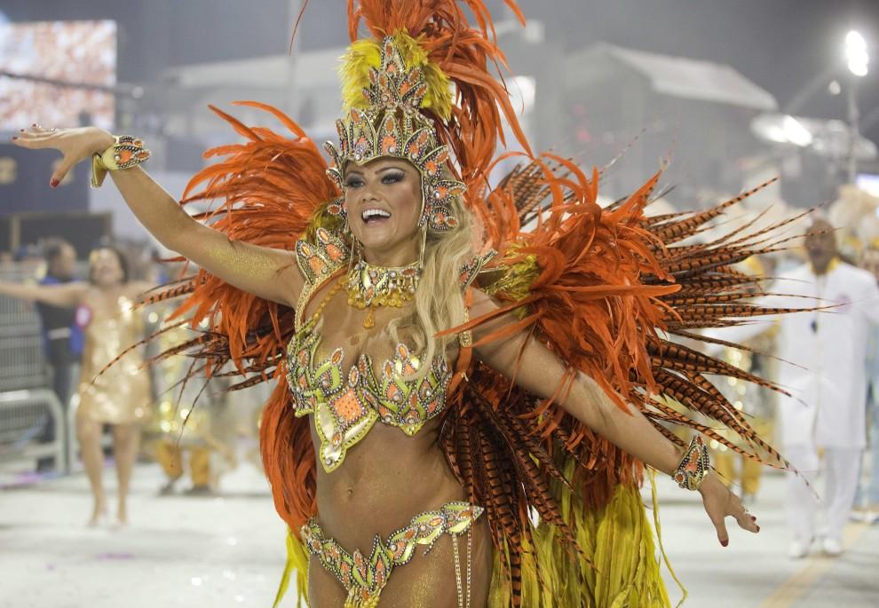 8. BRAZYLIA, Rio de Janeiro, 4 marca 2011: Ellen Roche – tancerka szkoły Especial Rosas de Ouro. EPA/SEBASTIAO MOREIRA