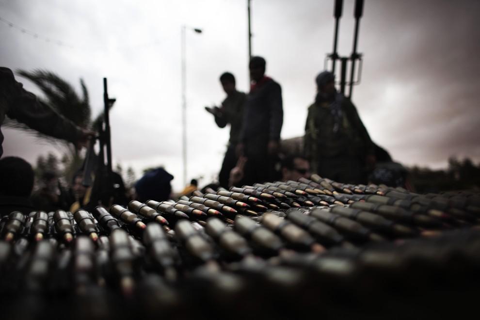 9. LIBIA, Ras Lanuf, 8 marca 2011: Skład amunicji przeciwników Kadafiego. AFP PHOTO / MARCO LONGARI