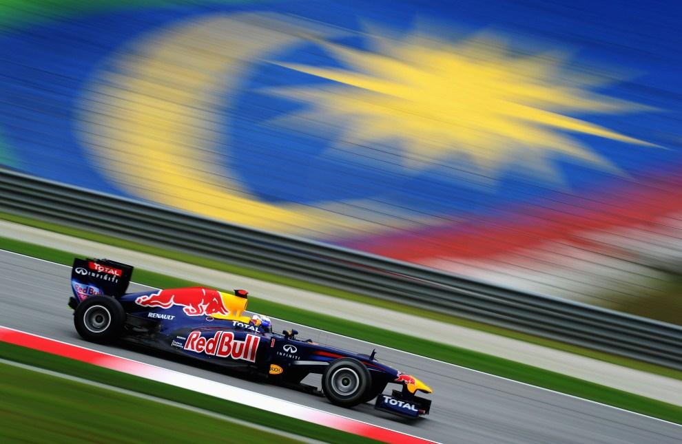 10. MALEZJA, Kuala Lumpur, 8 kwietnia 2011: Sebastian Vettel (Red Bull Racing) podczas treningu na torze Sepang. (Foto: Clive Mason/Getty Images)