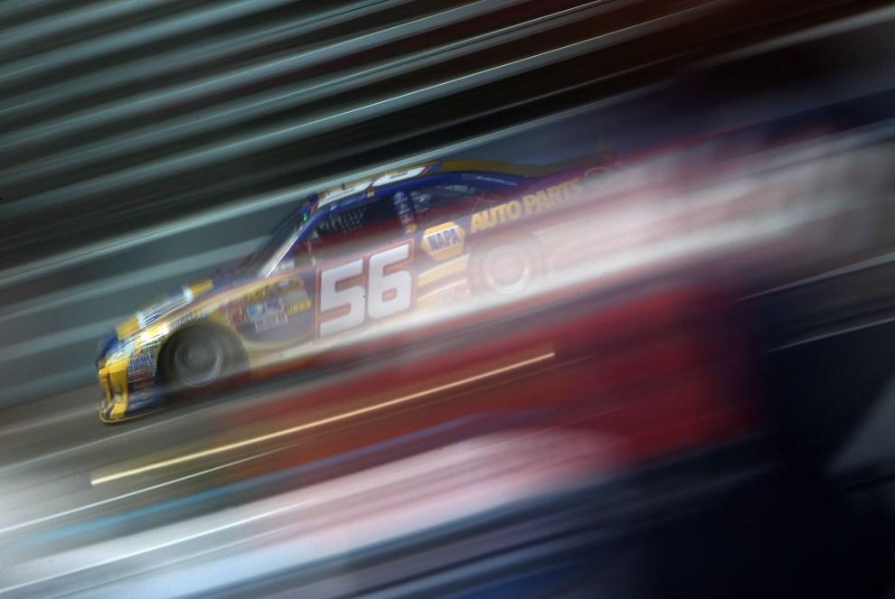 11. USA,  Fort Worth, 8 kwietnia 2011: Martin Truex Jr (NAPA Auto Parts Toyota) podczas treningu przed wyśigiem  NASCAR. (Foto: Jonathan Ferrey/Getty Images for NASCAR)