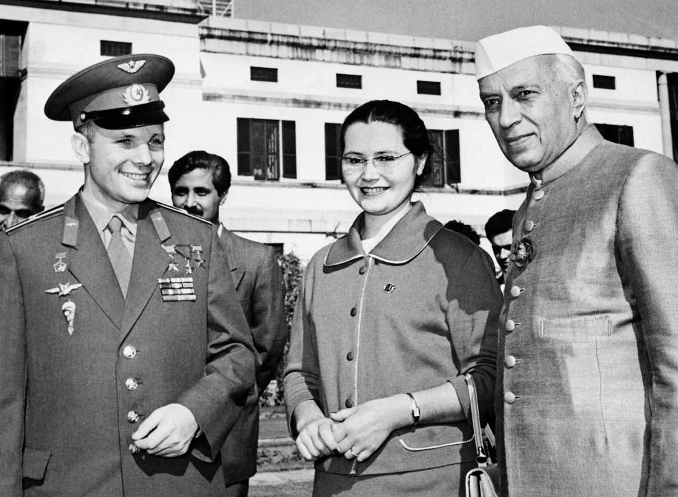 12. INDIE, New Delhi, 2 grudnia 2961: Jurij Gagarin z żoną podczas  spotkania z Jawaharlal Nehru. AFP PHOTO