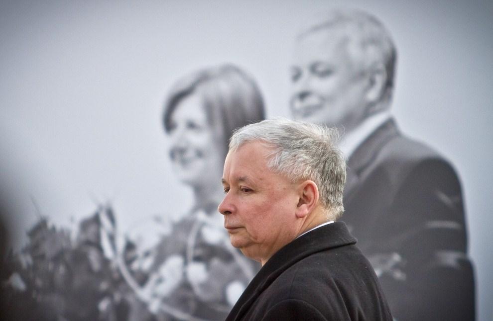 12. POLSKA, Warszawa, 10 kwietnia 2011: Jarosław Kaczyński przed Pałacem Prezydenckim w Warszawie. AFP PHOTO WOJTEK RADWANSKI