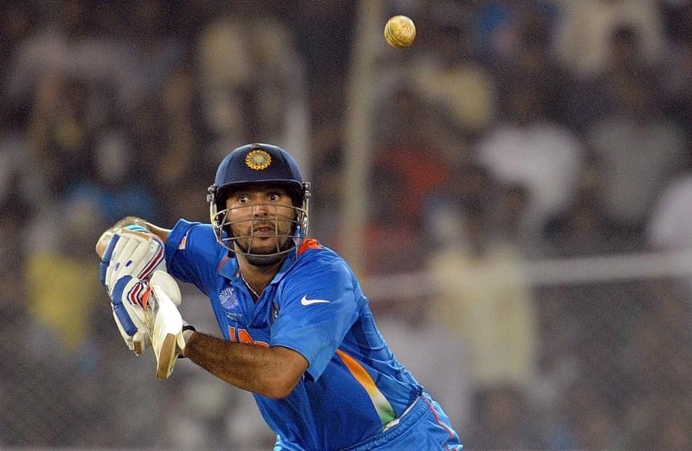 12. INDIE, Ahmedabad, 24 marca 2011: Yuvraj Singh w meczu ćwierćfinałowym z reprezentacją Australii. AFP PHOTO/Prakash SINGH