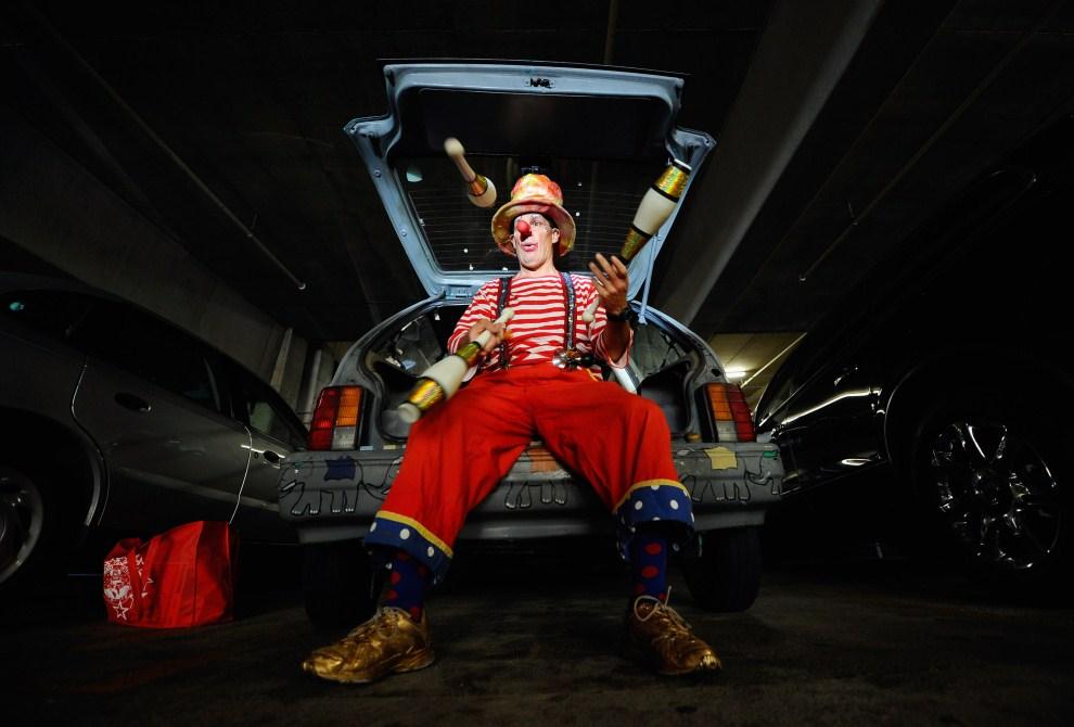 """16. USA, Anaheim, 15 kwietnia 2011: Andy Swan aka """"Zippy the Clown"""" podczas narodowej konwencji klaunów. (Foto: Kevork Djansezian/Getty Images)"""