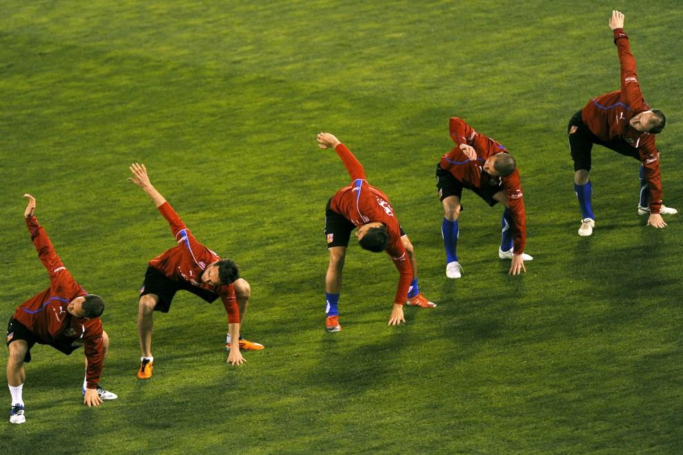 18. HISZPANIA, Granada, 24 marca 2011: Rozgrzewka reprezentacji Czech w piłce nożnej. AFP PHOTO/ JORGE GUERRERO