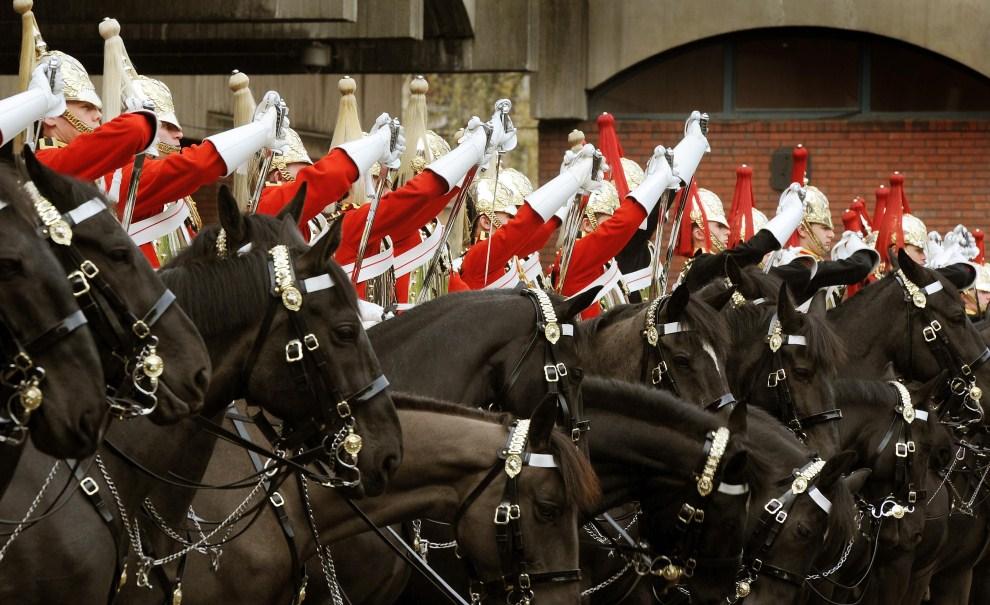19. WIELKA BRYTANIA, Londyn, 14 kwietnia 2011: Oddział kawalerii podczas próby przed ceremonią. (Foto:  John Stillwell - WPA Pool/Getty Images)
