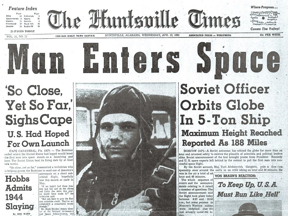 "1. USA, Huntsville, 12 kwietnia 1961: Pierwsza strona ""The Huntsville Times"" ze zdjęciem Gagarina. AFP PHOTO"