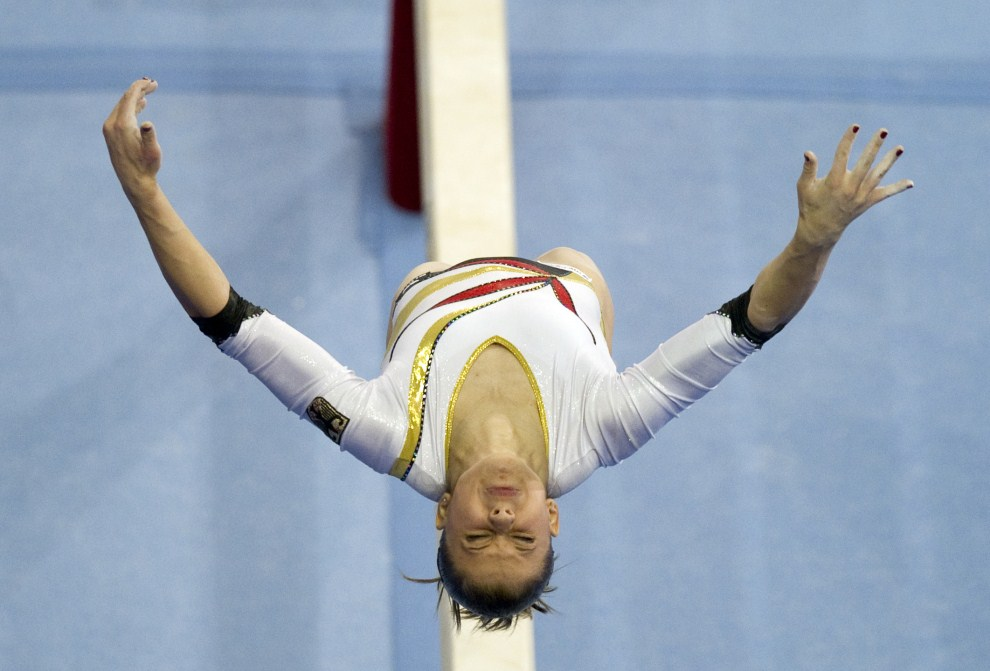 1. NIEMCY, Berlin, 8 kwietnia 2011: Niemka Elisabeth Seitz w trakcie występu na Mistrzostwach Europy w Gimnastyce Sportowe. AFP PHOTO / JOHANNES EISELE