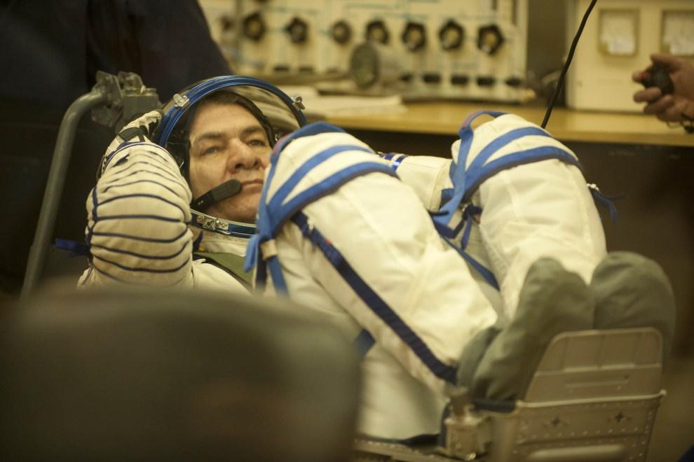 21. KAZACHSTAN, Bajkonur, 15 grudnia 2010: Trening członka załogi lecącej do Międzynarodowej Stacji Kosmicznej. (Foto: Stephane Corvaja/ESA via Getty Images)
