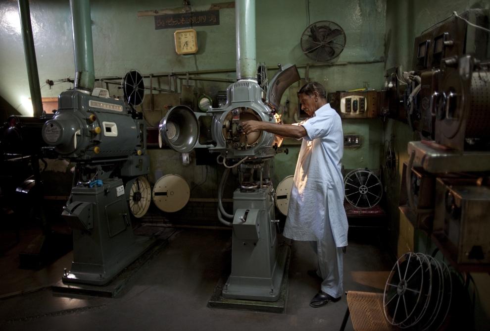 21. PAKISTAN, Lahore, 14 czerwca 2009: Mohammed Sharif – kinooperator z Lahore. (Foto: Paula Bronstein/Getty Images)