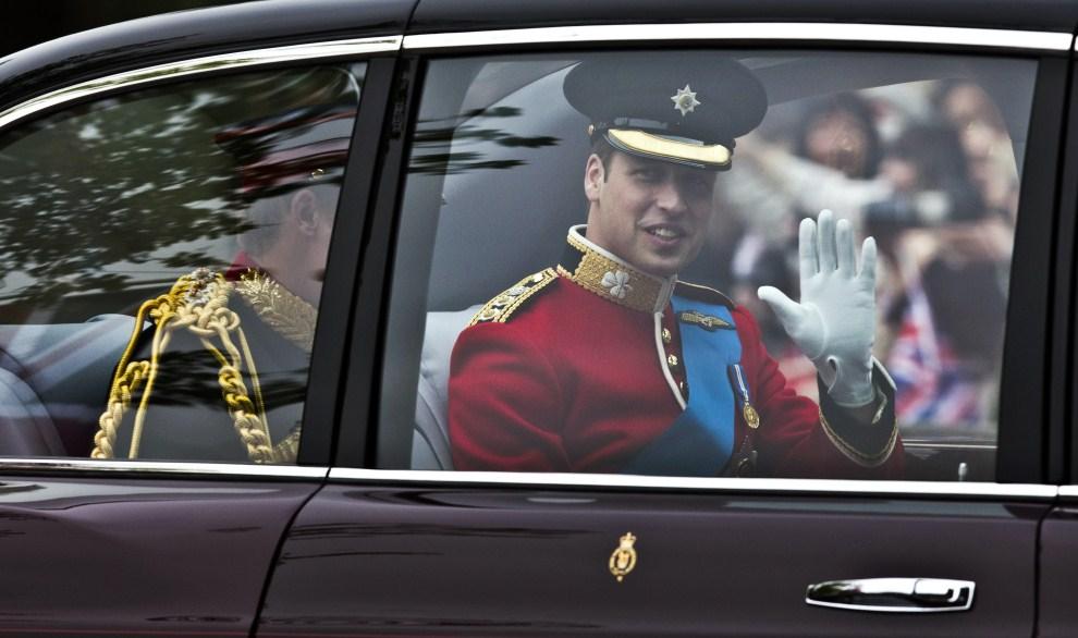 24. WIELKA BRYTANIA, Londyn, 29 kwietnia 2011: Książę William w drodze do Opactwa Westminsterskiego. AFP PHOTO / Warren Allott