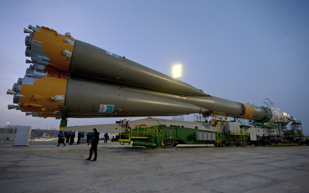 26. KAZACHSTAN, Bajkonur, 13 grudnia 2010: Przygotowania do misji Sojuz TMA-20, która wyniosła na MSK stałą załogę. (Foto: Carla Cioffi/NASA via Getty Images)